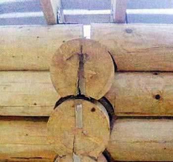 Ошибка строителей семнадцатая. Несущие стены сделаны не по уровню и в стыке разошлись