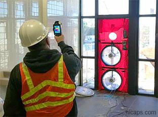 Контроль строительных работ производит мероприятия по тепловизионному обследованию зданий
